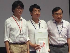 左から会長の虫明聡太郎さん、林久充さん、運営委員長の田尻仁さんです。